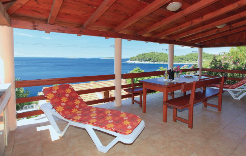 1173313,Casa en Karbuni, Dalmatia Islands, Croacia para 6 personas...