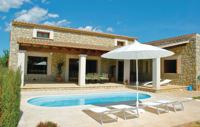 1174026,House  with private pool in Lloseta, Mallorca, Spain for 8 persons...