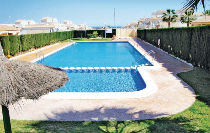 1174426,Vivienda de vacaciones en Orihuela Costa, en la Costa Blanca, España  con piscina privada para 4 personas...