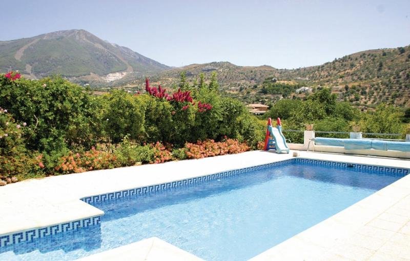 1175814,Casa  con piscina privada en Alcaucín, Andalucía, España para 2 personas...