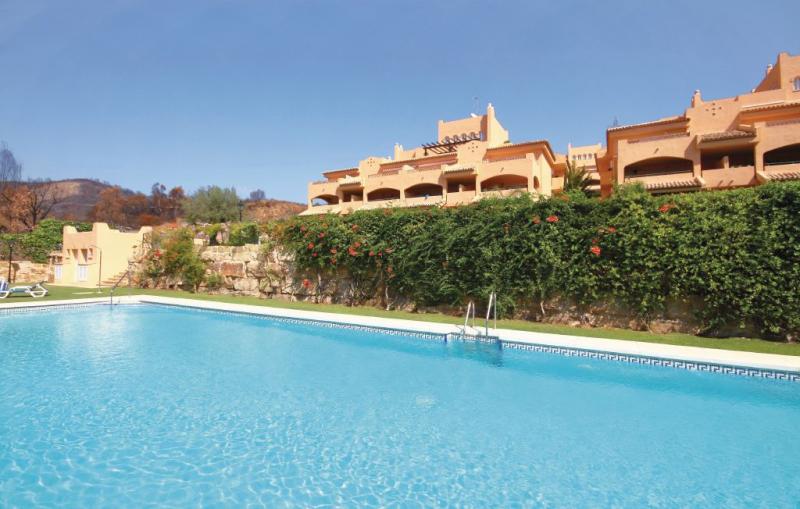 1176471,Apartamento  con piscina privada en Elviria, Andalucía, España para 4 personas...