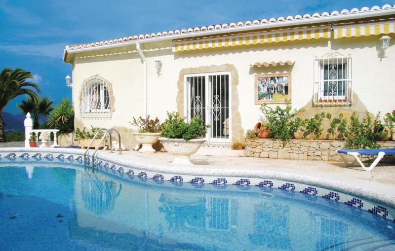 1177692,Casa  con piscina comunitaria en Benidoleig, en la Costa Blanca, España para 6 personas...