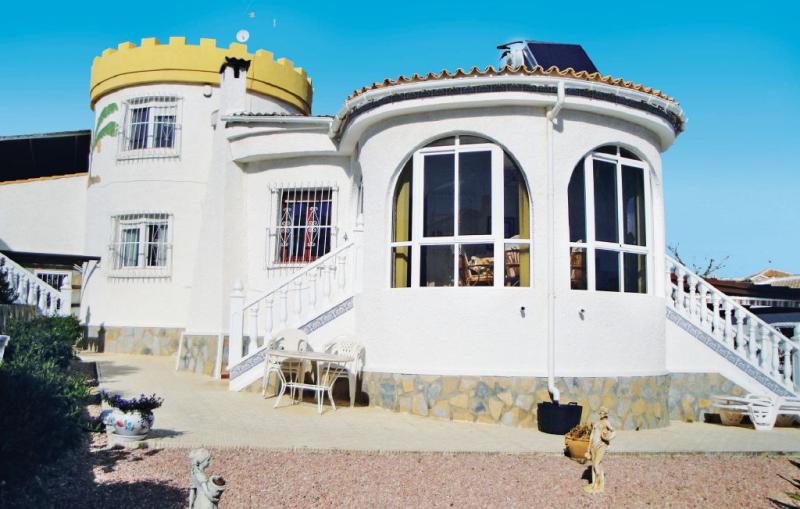 1181952,Casa en Rojales, en la Costa Blanca, España  con piscina comunitaria para 7 personas...