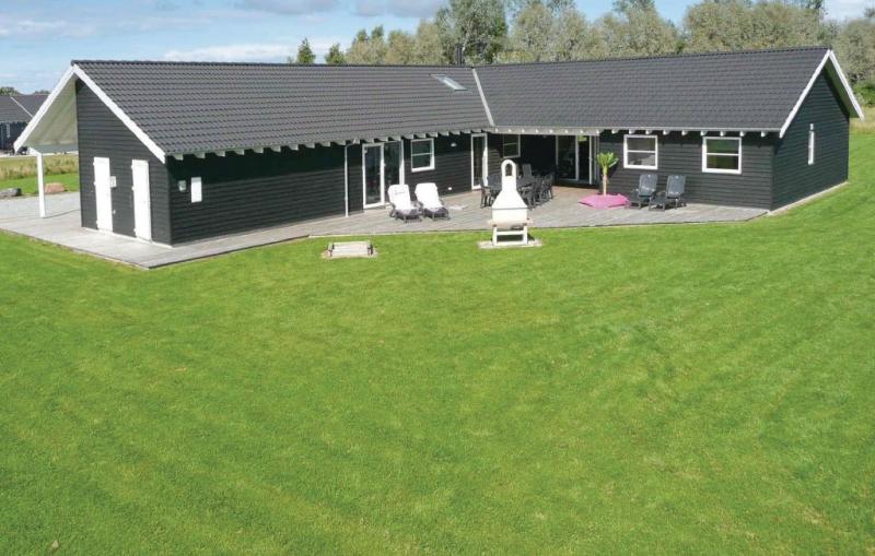1153799,Casa grande en Idestrup, Lolland, Falster and Mon, Dinamarca  con piscina privada para 24 personas...