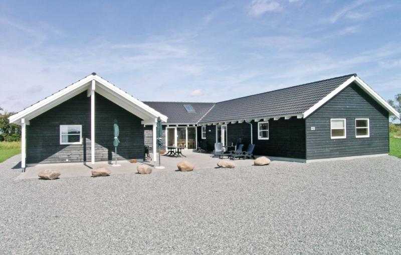 1153872,Casa grande en Idestrup, Lolland, Falster and Mon, Dinamarca  con piscina privada para 24 personas...