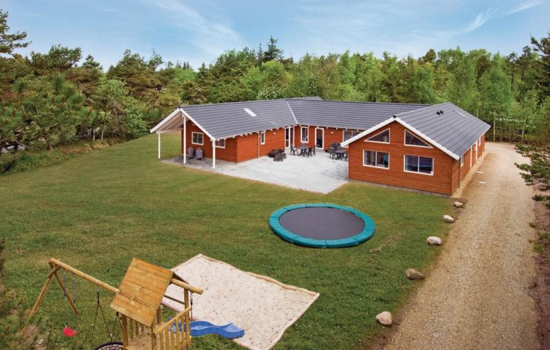 1155473,Casa grande en Blåvand, West Jutland, Dinamarca  con piscina privada para 24 personas...