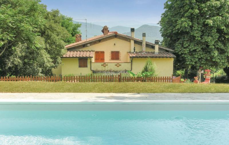 Baco 1157455,Casa en Dicomano, en Toscana, Italia  con piscina privada para 8 personas...