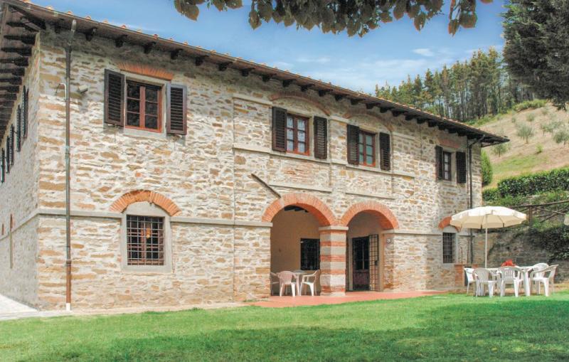 Villa vivai 1157615,Casa grande en Dicomano, en Toscana, Italia  con piscina privada para 14 personas...