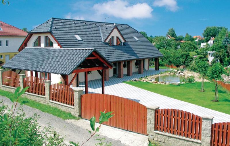 1157978,Casa en Holubice, Prague and vicinity, Chequia  con piscina comunitaria para 11 personas...