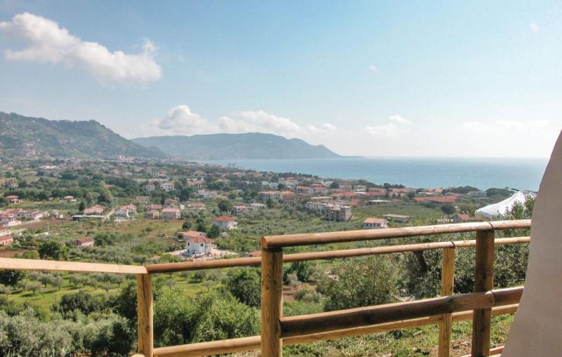1159600,Vivienda de vacaciones en Castellabate Sa, Naples, Italia para 4 personas...