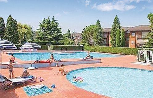 Easy apartments peschiera 2 1160357,Apartamento  con piscina privada en Peschiera Del Garda Vr, Lake Garda, Italia para 6 personas...