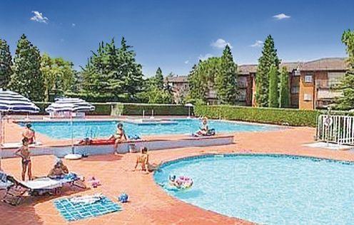 Easy apartments peschiera 5 1160360,Apartamento  con piscina privada en Peschiera Del Garda Vr, Lake Garda, Italia para 6 personas...