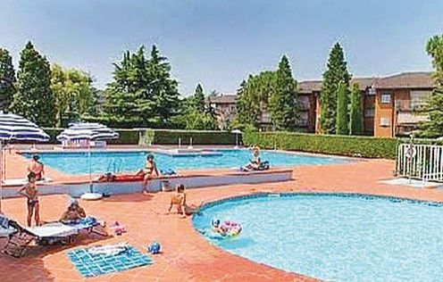 Easy apartments peschiera 6 1160361,Apartamento  con piscina privada en Peschiera Del Garda Vr, Lake Garda, Italia para 6 personas...