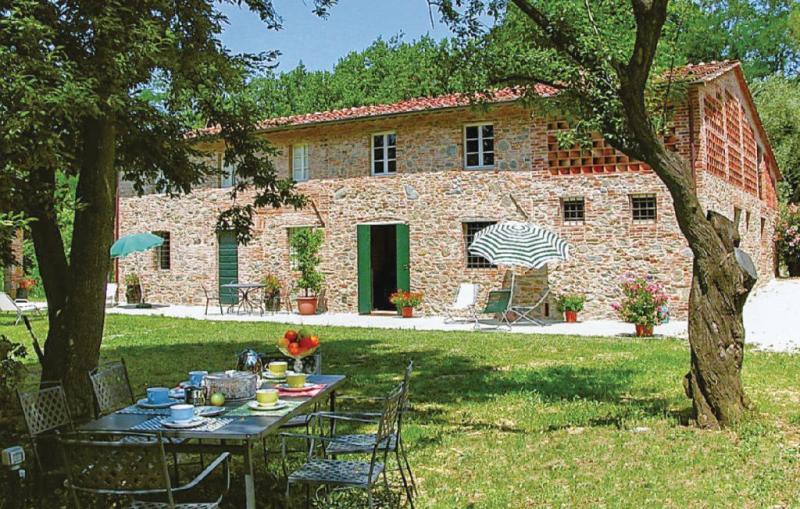 Paladino 1 1162242,Apartamento  con piscina comunitaria en Gragnano Lu, en Toscana, Italia para 4 personas...