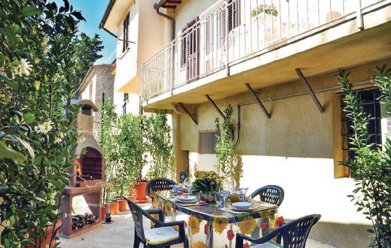 Rolanda 1162247,Apartamento  con piscina comunitaria en Lajatico Pi, en Toscana, Italia para 6 personas...