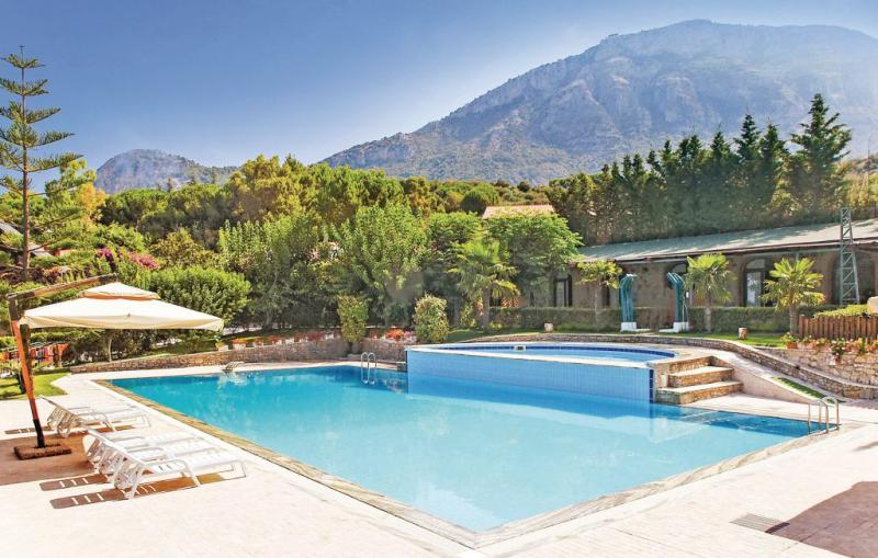 1163523,Apartamento en Capaccio Sa, Naples, Italia  con piscina privada para 4 personas...
