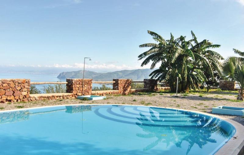 A 1164035,Apartamento  con piscina privada en Gioiosa Marea Me, Sicily, Italia para 4 personas...