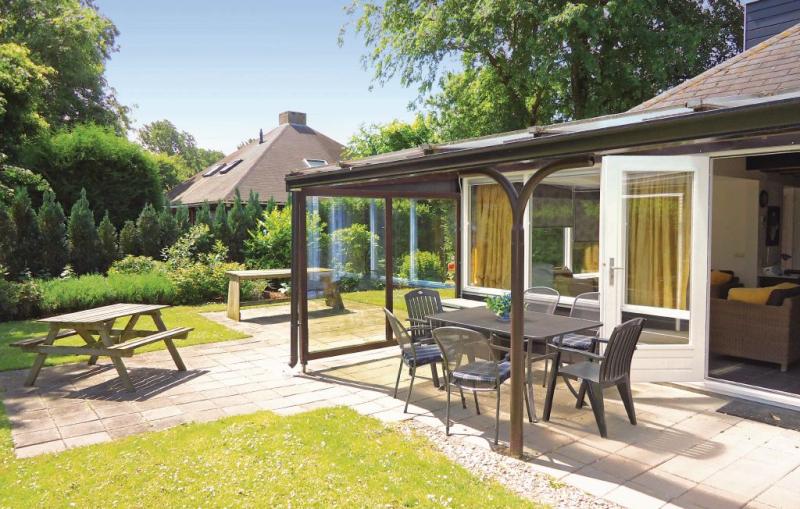 Oud kempen bungalow 219 1168780,Vivienda de vacaciones  con piscina privada en Stavenisse, Zeeland, Holanda para 6 personas...