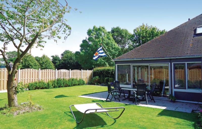 Oud kempen bungalow 69 1168789,Vivienda de vacaciones en Stavenisse, Zeeland, Holanda  con piscina privada para 6 personas...
