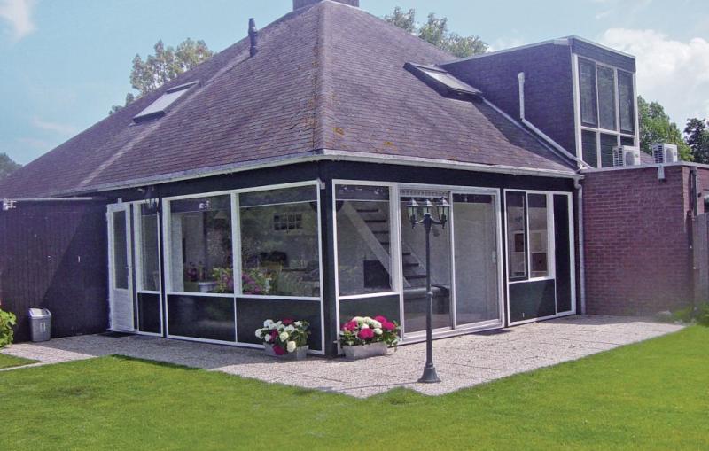 Oud kempen bungalow 67 1169280,Vivienda de vacaciones  con piscina privada en Stavenisse, Zeeland, Holanda para 6 personas...