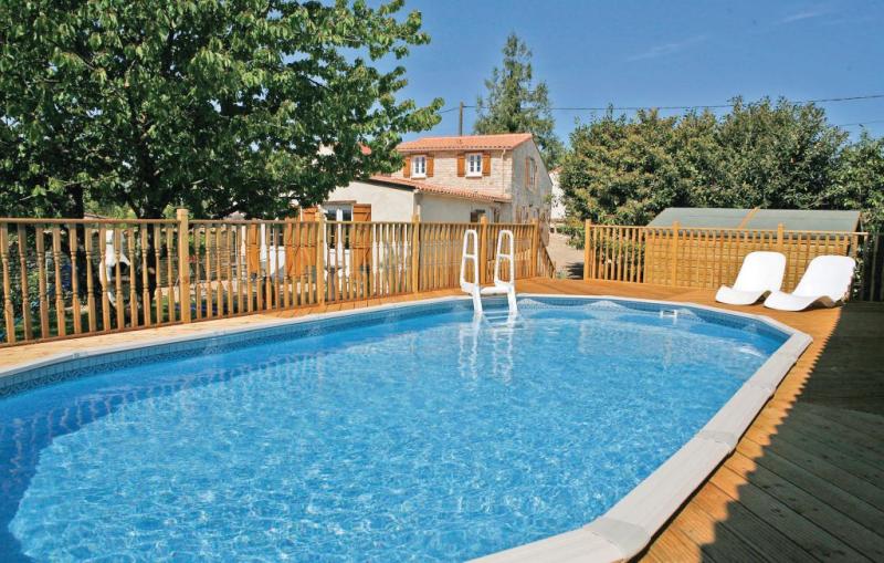 1169912,Vivienda de vacaciones en Villiers Couture, Charente-Maritime, Francia  con piscina privada para 6 personas...