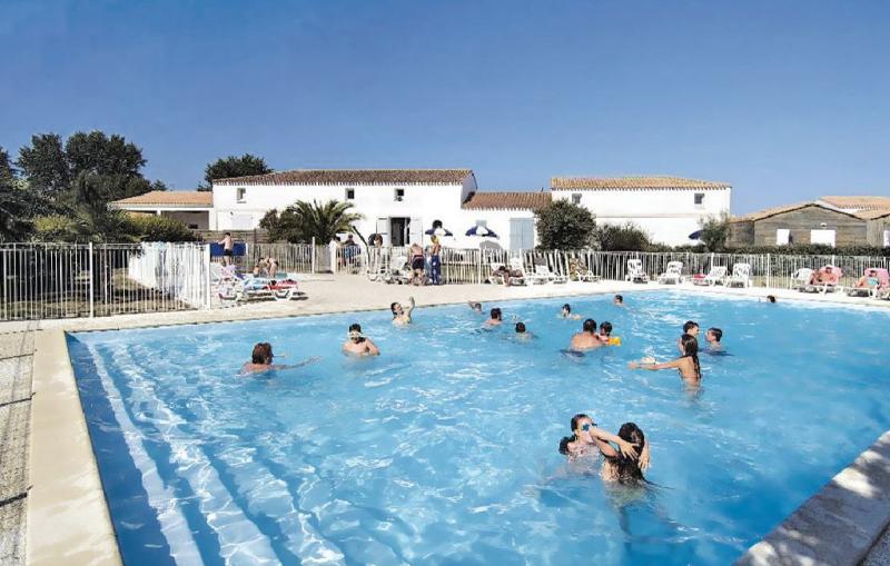 1170929,Apartamento en Le Chateau D'oléron, Charente-Maritime, Francia  con piscina privada para 6 personas...