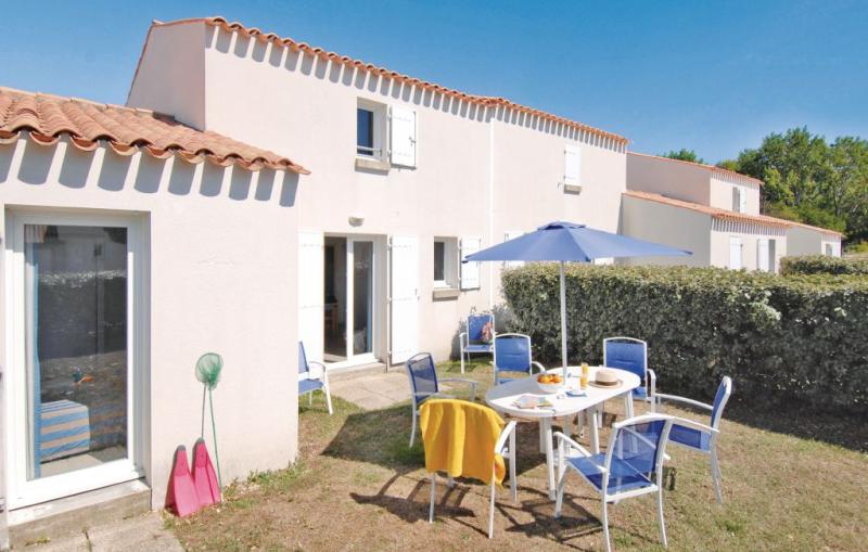 1170930,Apartamento  con piscina privada en Le Chateau D'oléron, Charente-Maritime, Francia para 8 personas...