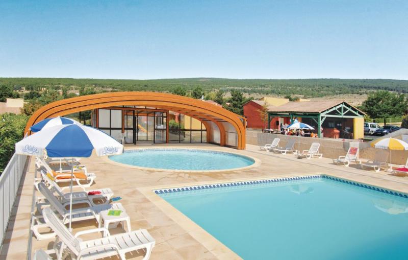 1170950,Apartamento en Saint-Etienne-Les-Org., Provence-Alpes-Côte d'Azur, Francia  con piscina privada para 6 personas...