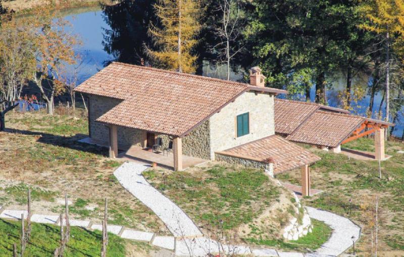 Gufo 1 1170974,Vivienda de vacaciones  con piscina privada en Camporgiano Lu, en Toscana, Italia para 4 personas...