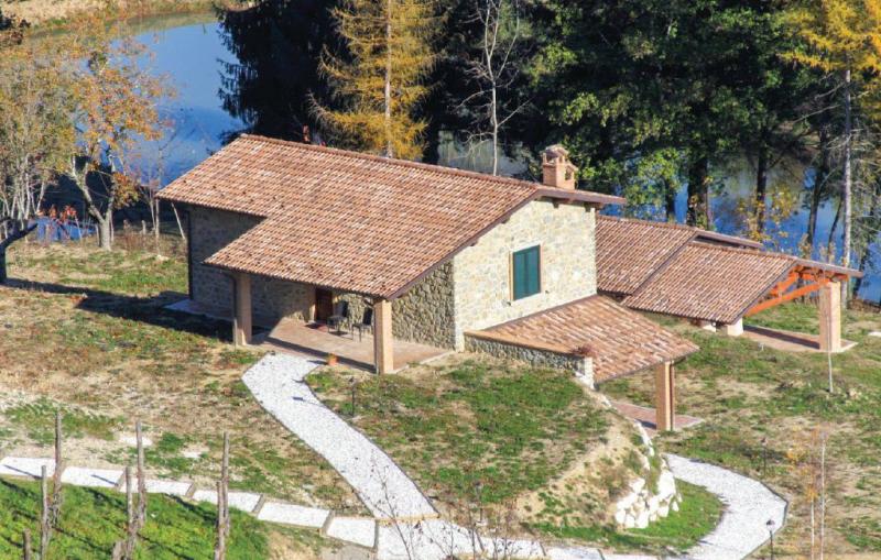 Gufo 2 1170975,Vivienda de vacaciones  con piscina privada en Camporgiano Lu, en Toscana, Italia para 4 personas...