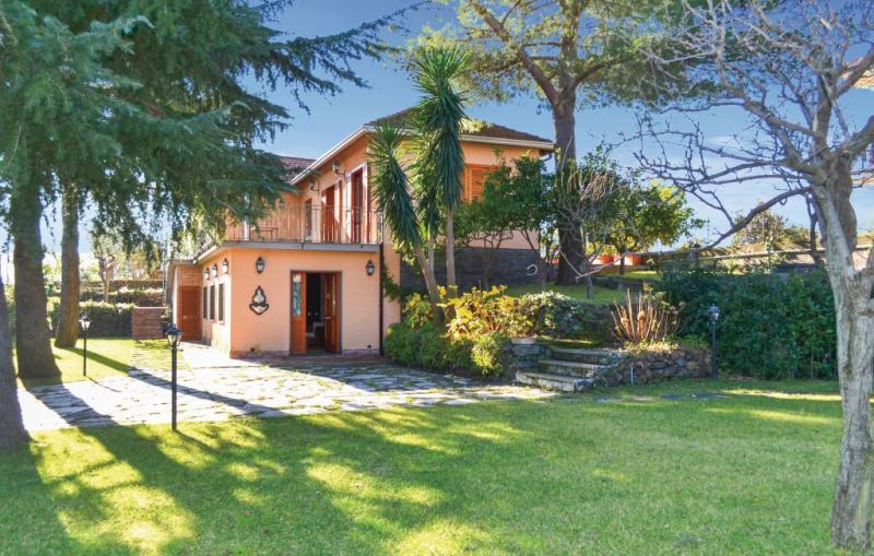 Etnea 1172096,Casa en Zafferana Etnea Ct, Sicily, Italia para 6 personas...