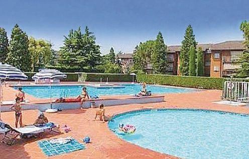 Easy apartments peschiera 2 1173246,Apartamento  con piscina privada en Peschiera Del Garda Vr, Lake Garda, Italia para 6 personas...