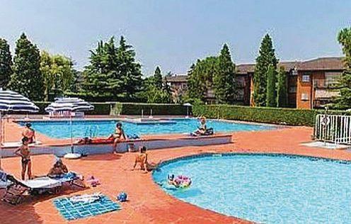 Easy apartments peschiera 2 1173247,Apartamento  con piscina privada en Peschiera Del Garda Vr, Lake Garda, Italia para 6 personas...