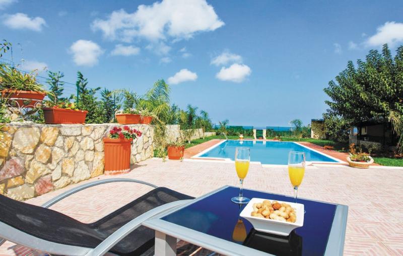 La mimosa 1173911,Apartamento  con piscina privada en Balestrate Pa, Sicily, Italia para 4 personas...