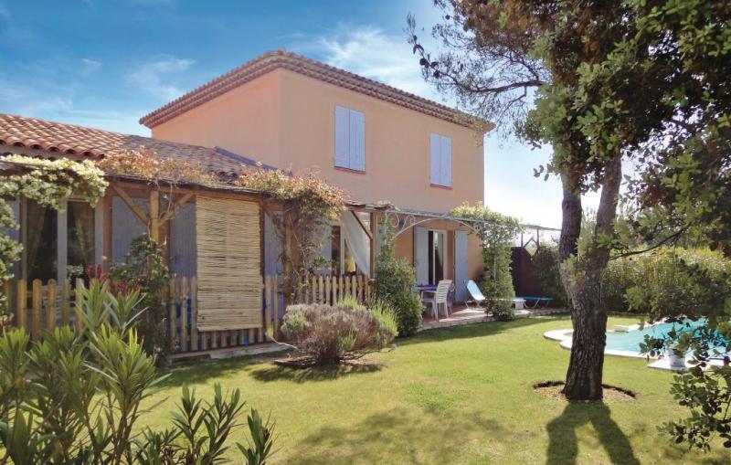 1174265,Vivienda de vacaciones  con piscina privada en Mallemort, Rhône, Francia para 8 personas...