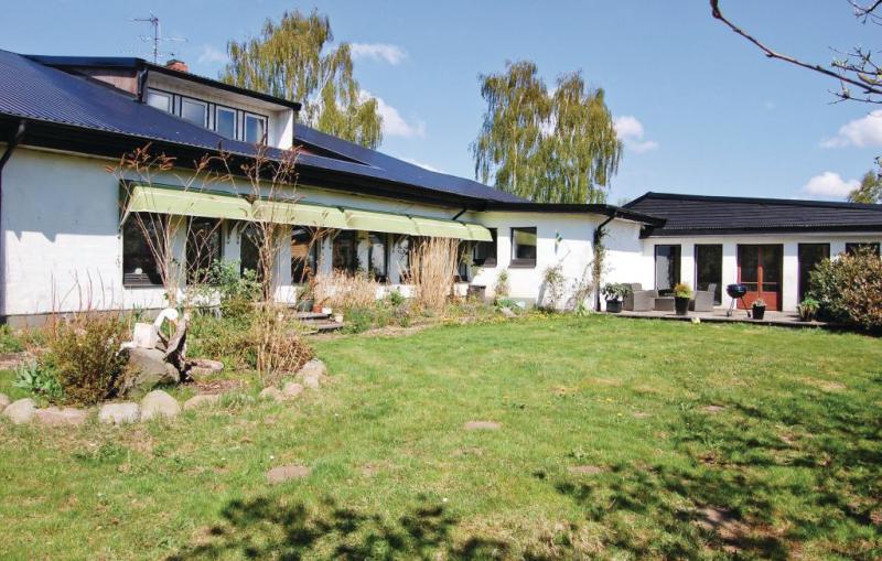 1175267,Casa grande  con piscina privada en Tomelilla, Schonen, Suecia para 10 personas...