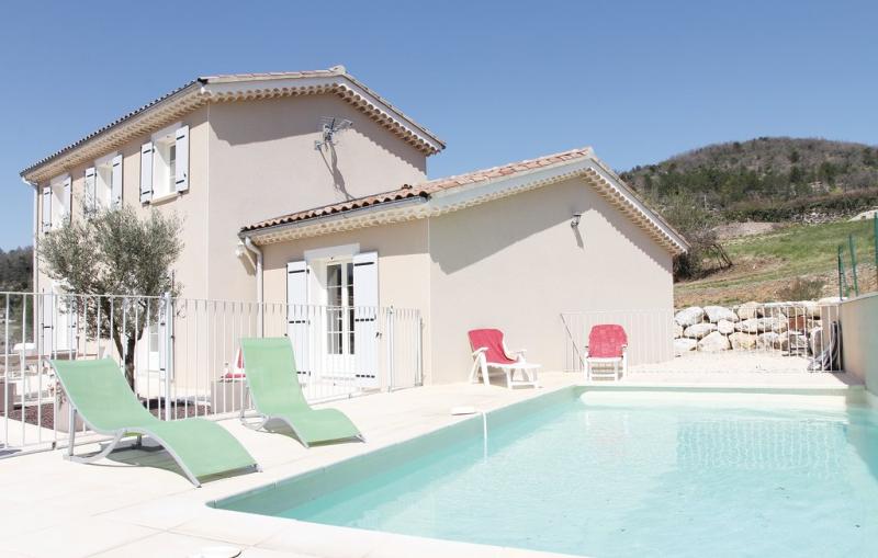 1176193,Vivienda de vacaciones  con piscina privada en Saint Thome, Ardèche, Francia para 10 personas...