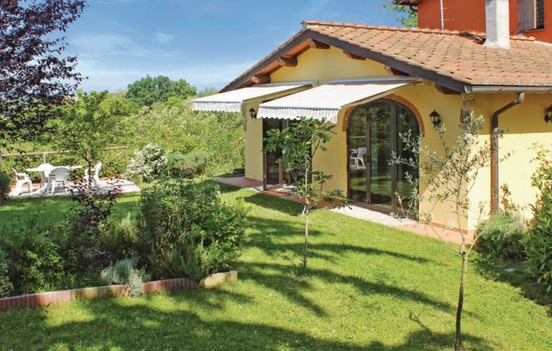 Casa gialla 1176741,Vivienda de vacaciones  con piscina comunitaria en Vicchio Fi, en Toscana, Italia para 3 personas...