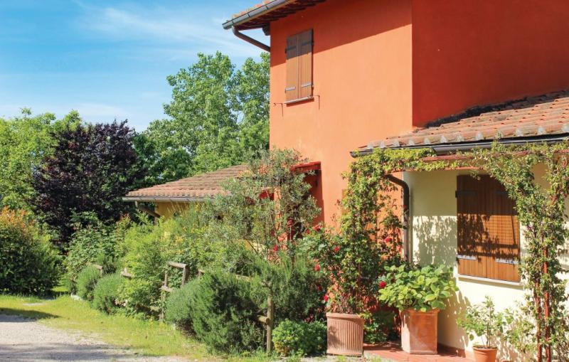 Casa rossa 1176742,Vivienda de vacaciones  con piscina comunitaria en Vicchio Fi, en Toscana, Italia para 4 personas...