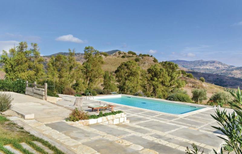 Trenino 1177612,Apartamento  con piscina privada en Roccapalumba -Pa-, Sicily, Italia para 2 personas...