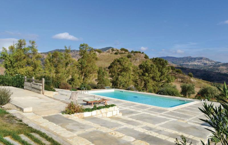 Tenda 1177613,Apartamento en Roccapalumba -Pa-, Sicily, Italia  con piscina privada para 3 personas...