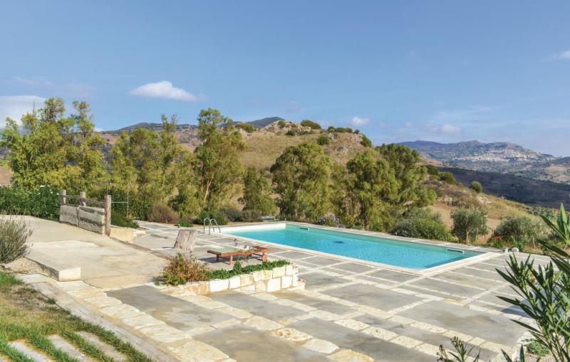 Fagiano 1177614,Apartamento  con piscina privada en Roccapalumba -Pa-, Sicily, Italia para 4 personas...