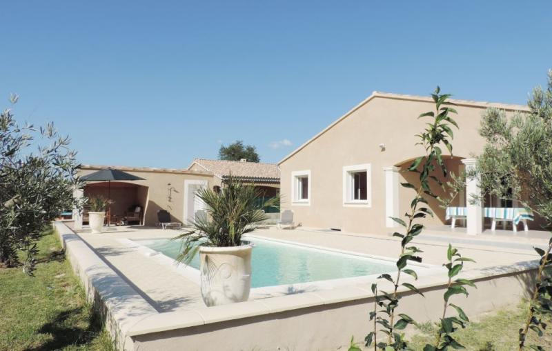 1177696,Vivienda de vacaciones  con piscina privada en St Paul Trois Chateaux, Drôme, Francia para 8 personas...