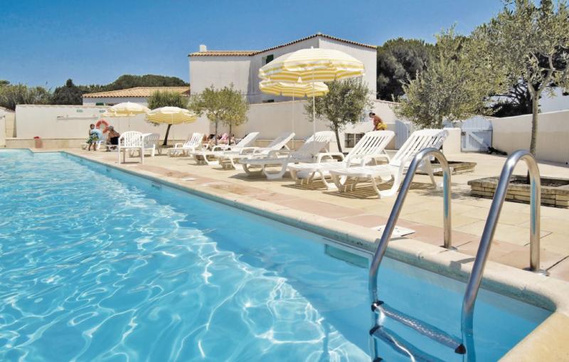 1177880,Vivienda de vacaciones en La Flotte En Ré, Charente-Maritime, Francia  con piscina privada para 5 personas...
