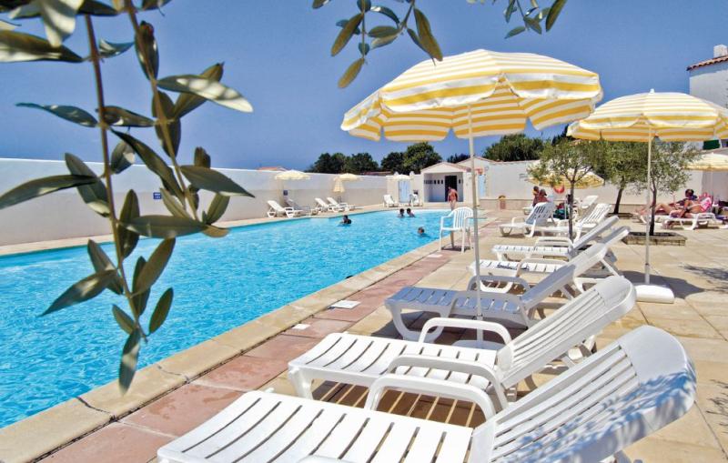 1177881,Vivienda de vacaciones en La Flotte En Ré, Charente-Maritime, Francia  con piscina privada para 6 personas...