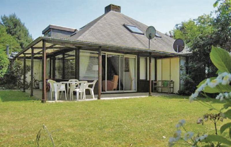 Oud kempen bungalow 167 1178120,Vivienda de vacaciones en Stavenisse, Zeeland, Holanda  con piscina privada para 4 personas...