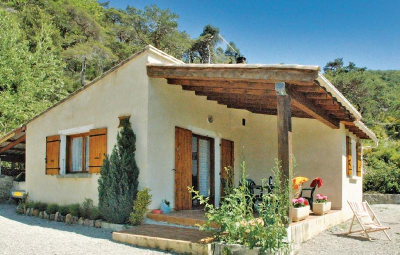 1178367,Vivienda de vacaciones  con piscina privada en Teyssieres, Drôme, Francia para 4 personas...
