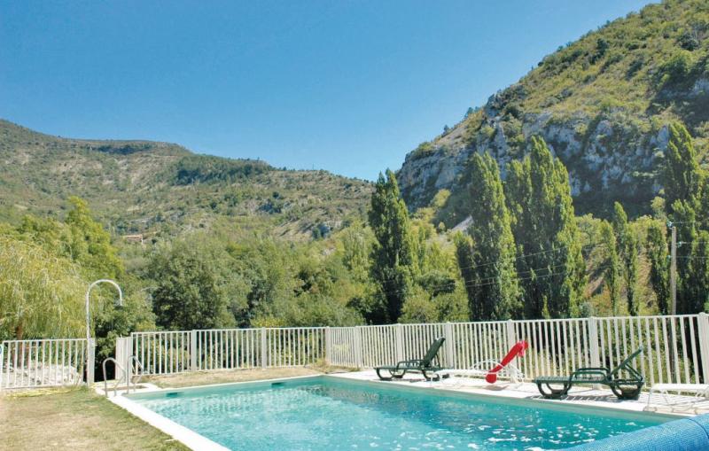 1178369,Vivienda de vacaciones  con piscina privada en Plaisians, Drôme, Francia para 4 personas...