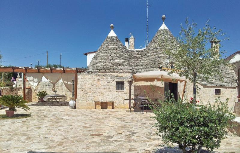 Casa della rondine 1178767,Vivienda de vacaciones  con piscina comunitaria en Alberobello -Ba-, Apulia, Italia para 4 personas...