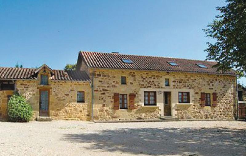 1179392,Vivienda de vacaciones  con piscina privada en Nanthiat, Dordogne, Francia para 8 personas...